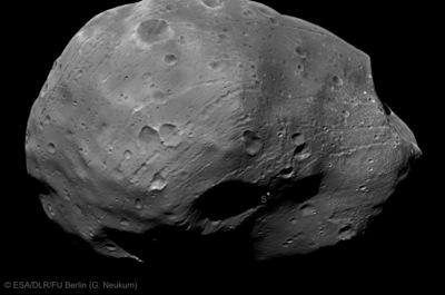 Новые снимки Фобоса, переданные «Марс Экспрессом»