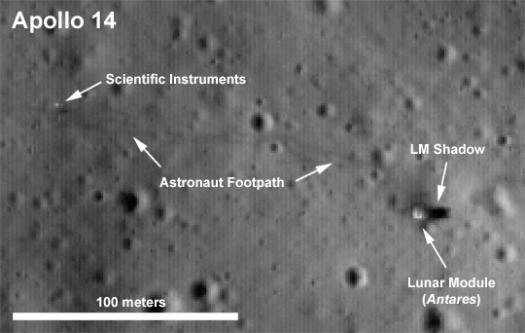 Фотография площадки Аполлона 14 на Луне, отчетливо видны следы астронавтов