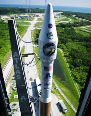 Ракета Атлас с лунным спутником LRO на борту