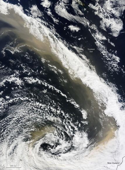 Пыльный шторм около Австралии