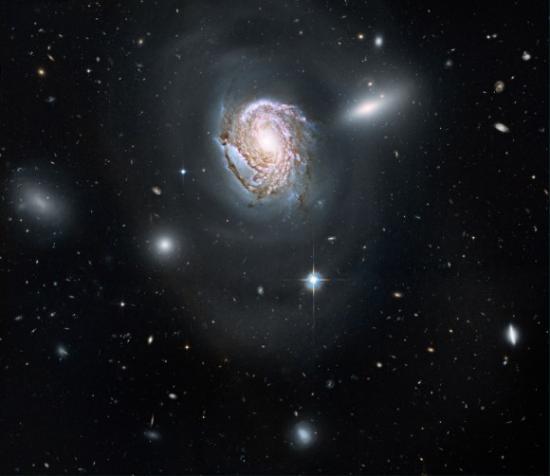 Фотография NGC 4911 от телескопа Хаббл