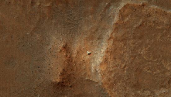 Фотография марсианского ровера от HiRISE
