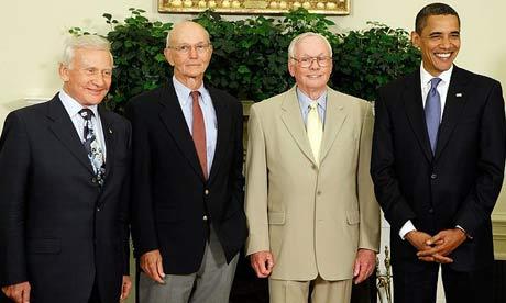 Астронавты Аполлонов с президентом США в Овальном кабинете