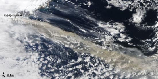 Облако исландского вулкана из космоса (фото)