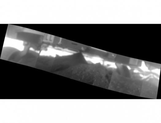изображение под марсоходом
