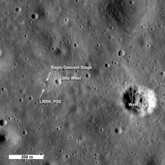 Фотография площадки Аполлона 11 с высоты 50 км