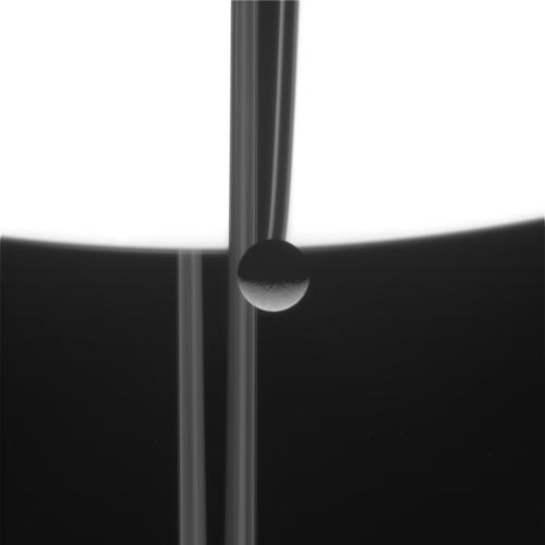 Сатурн и Рея от Cassini