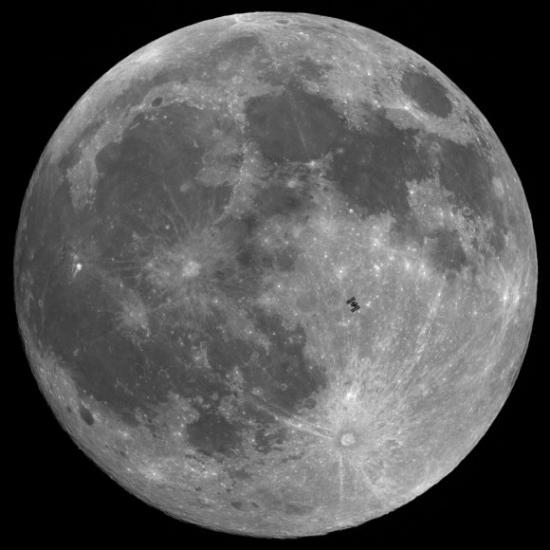 МКС на орбите Луны