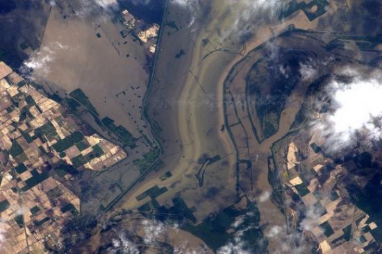 Наводнение из-за разлива реки Миссисипи (фото из космоса)