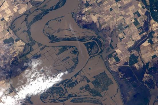 Затопление возле Риджели, штат Теннесси