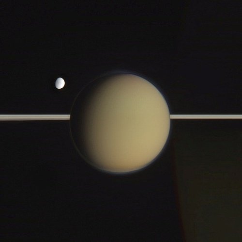 Титан и Энцелад в цвете