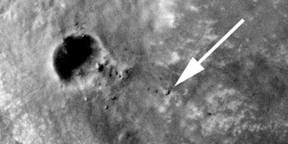 Марсоход Opportunity и следы его шин.