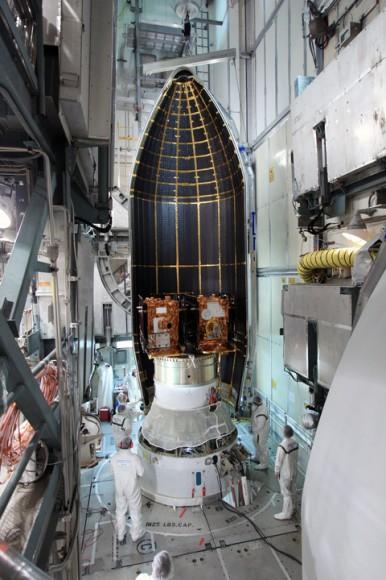 Близнецы GRAIL помещены в обтекатель ракеты Дельта-2