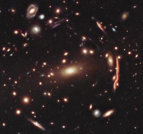Темная материя попала в поле зрения телескопа «Хаббл»