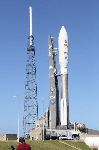 Ракета-носитель с марсоходом Curiosity стартовала к Марсу (видео)