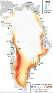 Аномальный подъем (зеленые стрелки), наложен на карту аномального таяния льда в 2010 году (заштриховано красным цветом)