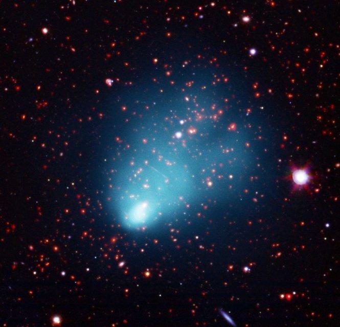 Крупнейшее скопление галактик обнаружено в ранней Вселенной