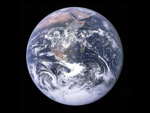 Астероид размером с автобус прошел мимо Земли