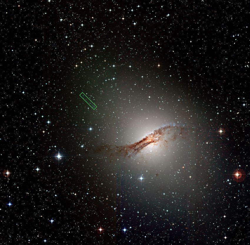 Черные дыры помогают сформироваться звездам?