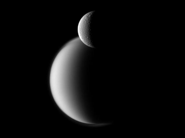 Рея и Титан: спутники Сатурна
