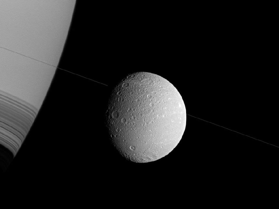 Сатурн и его спутник Диона