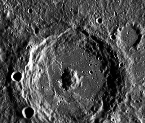 Аппарат «Мессенджер» сфотографировал кратер Донна