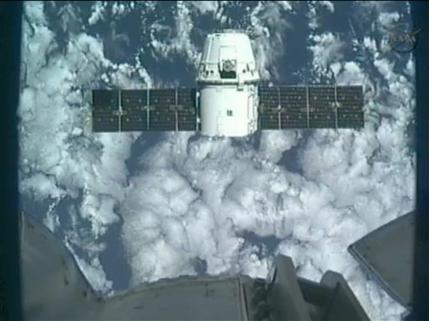 Космический корабль Dragon пристыковался к МКС
