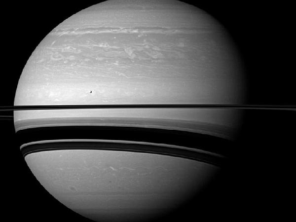 Сатурн в ожидании смены времен года