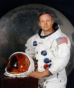 Умер легендарный астронавт Нил Армстронг