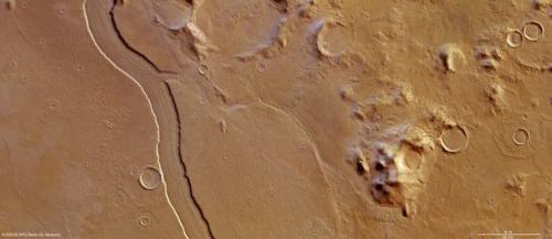 Mars Express сделал снимок русла марсианской реки