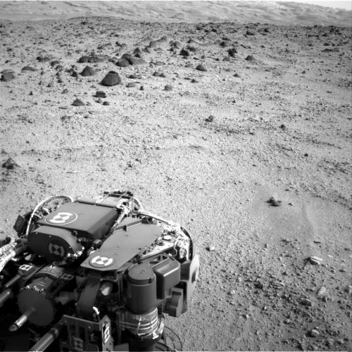 Марсоход Curiosity (Кьюриосити) движется к горе Эолида (гора Шарпа).