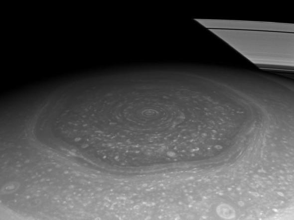 Шестиугольник на Северном полюсе Сатурна