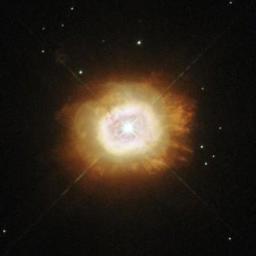 Хаббл сделал изображение тлеющей звезды Кемпбелла