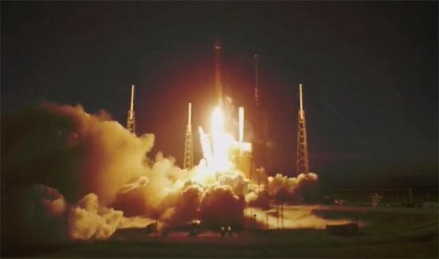 Компания SpaceX впервые вывела в космос коммерческий спутник