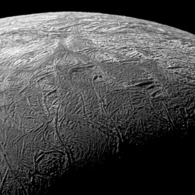 Ученые надеются найти океан жидкой воды на Хароне
